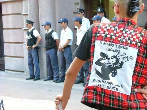 El Estado te kiere drogado.. 12672011