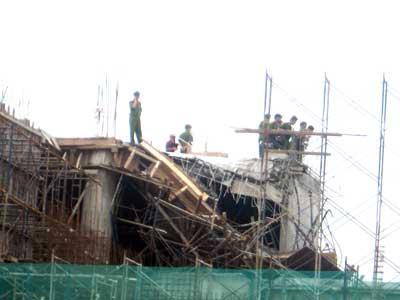 Sập công trình ở Phú Mỹ Hưng Sap-111