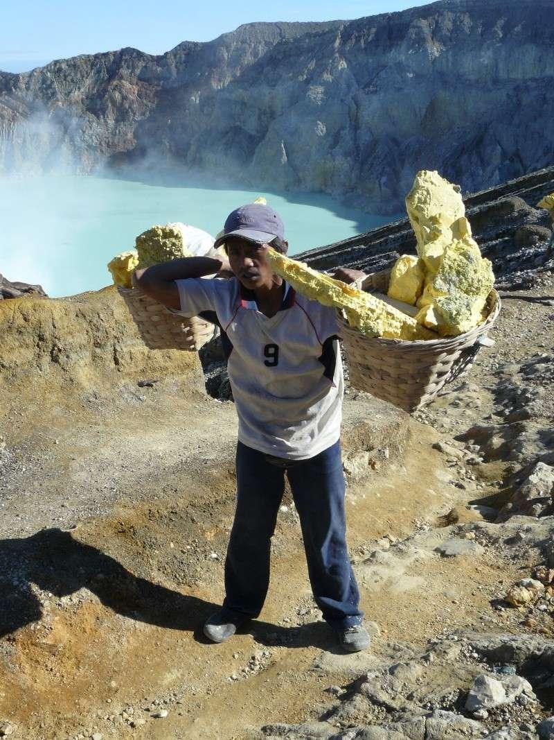 Photographie repêchée : Mont Ijen, Java - Exploitation du souffre  Indo2014