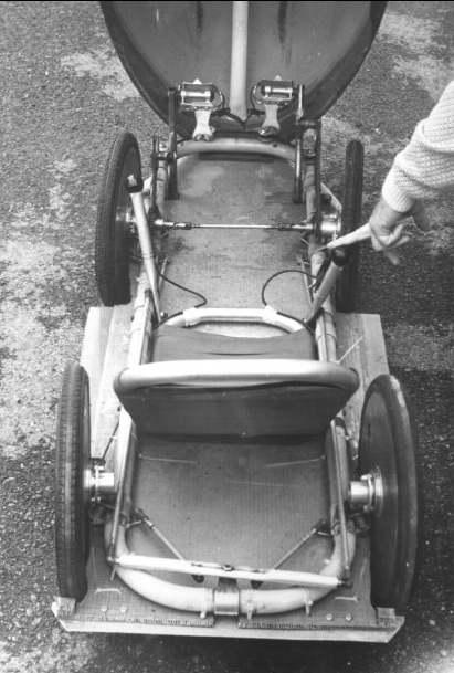 une velomobile traction avant avec circuit de chaine spécial 12_91_10