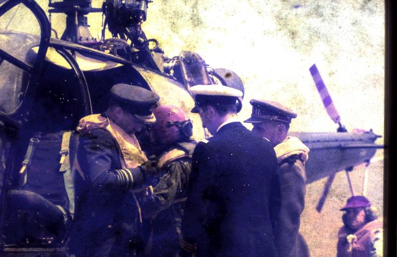 VISITE  de Sa Majesté le roi Baudouin à bord du ZINNIA ,1972 - Page 2 9-28-231