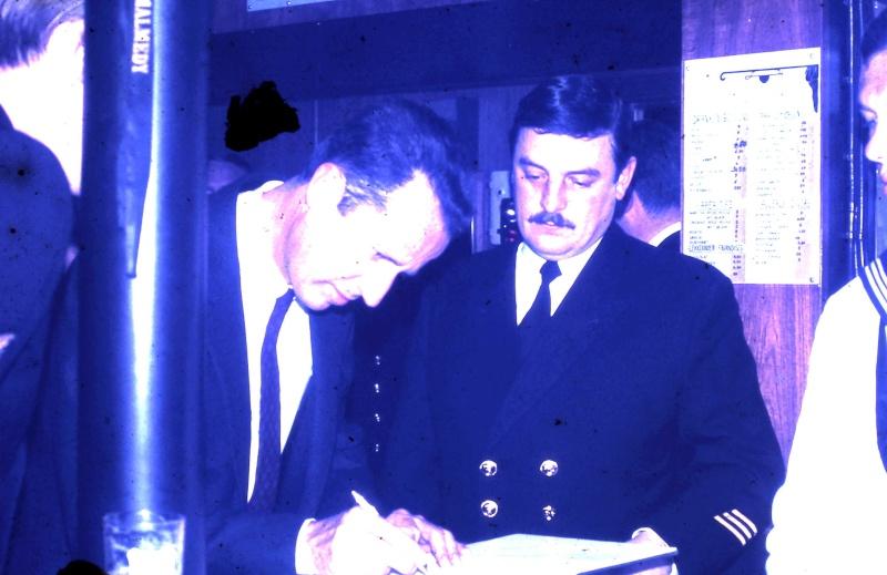VISITE  de Sa Majesté le roi Baudouin à bord du ZINNIA ,1972 - Page 2 9-28-236
