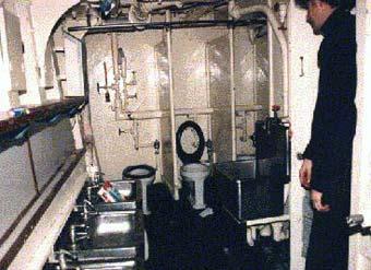 M906 BREYDEL - Page 7 Toilet11