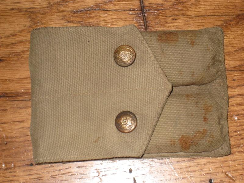 Pochette 1913 Mills avec chargeurs. Img_6610