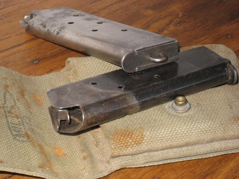Pochette 1913 Mills avec chargeurs. Img_6611