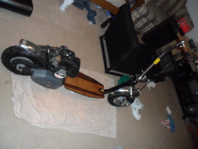 sunken motor scooter:) Sam_0310