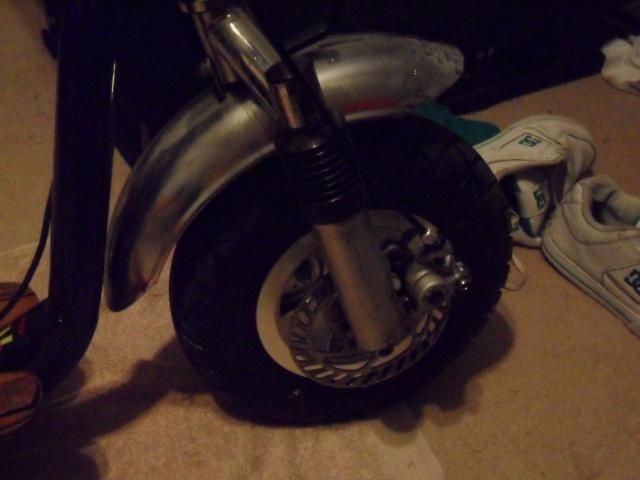 sunken motor scooter:) Sam_0312