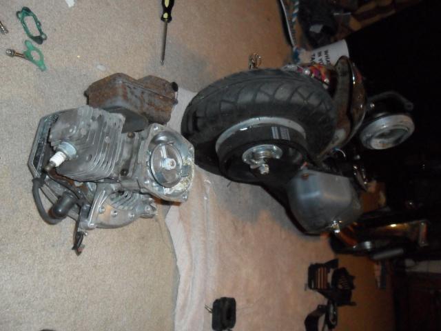 sunken motor scooter:) Sam_0314