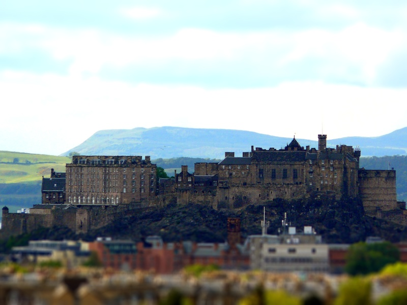 Essai tilt-shift: vue d'Edimbourg depuis le château  P1010416