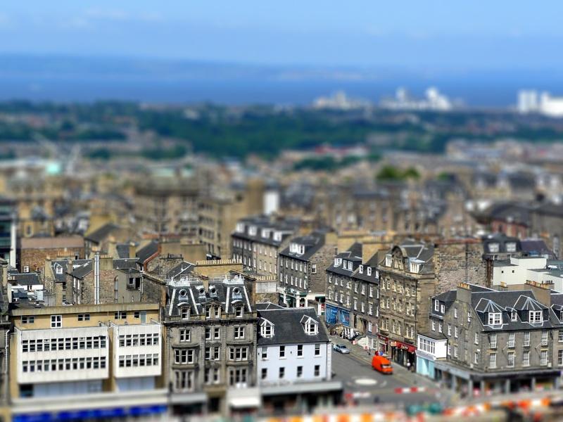 Essai tilt-shift: vue d'Edimbourg depuis le château  P1080510