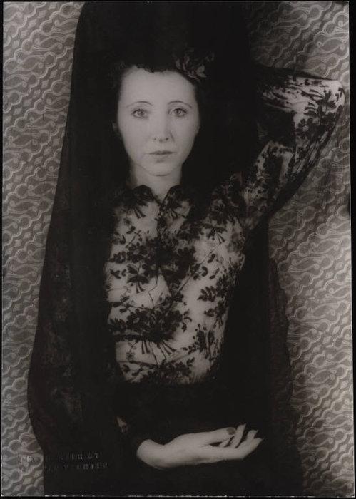 """Avatars """"Portraits en Noir et Blanc"""" - Page 2 Dyn00611"""