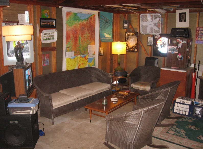 Wanted: Pics of Your Smoking Dens/Man Caves - Page 5 Oooooo12
