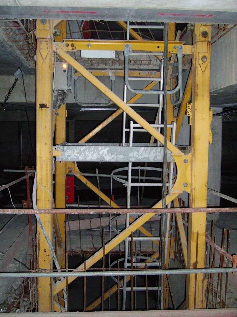 A l'intérieur du batiment Imgp2434