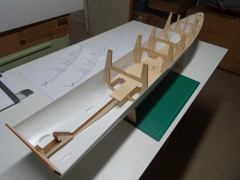 HDMS Absalon (L16) de Billing Boats Absalo15
