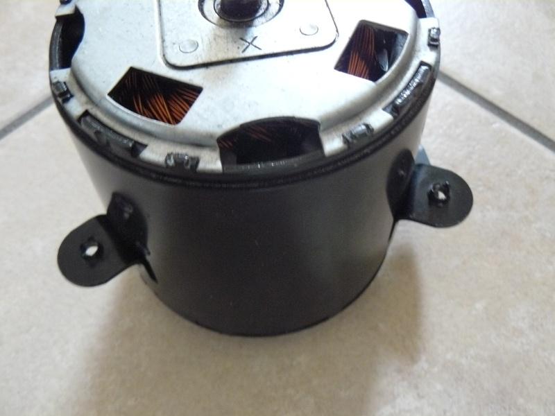 Petit moteur pour touret à métaux - Page 2 P1130312