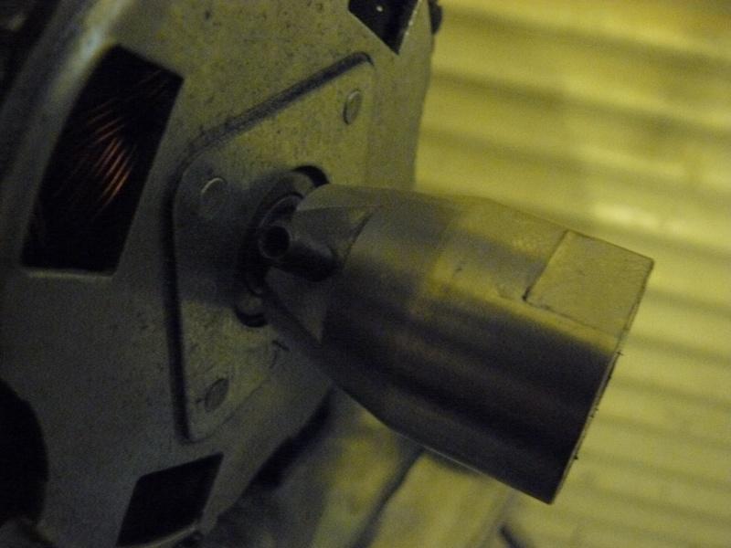 Petit moteur pour touret à métaux - Page 2 P1130324