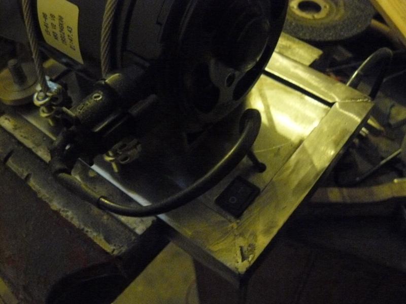 Petit moteur pour touret à métaux - Page 2 P1130328