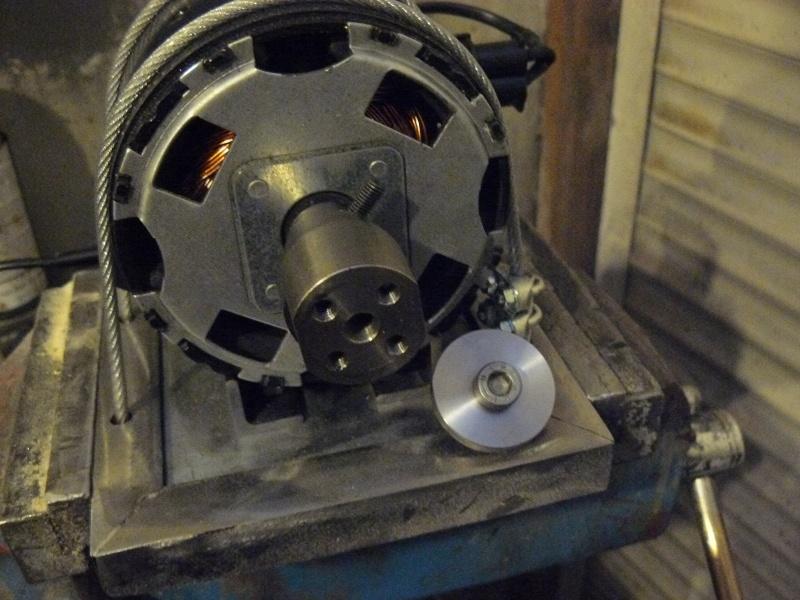 Petit moteur pour touret à métaux - Page 2 P1130330