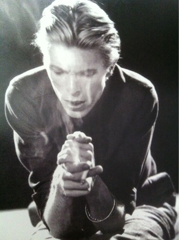 David Bowie pictures. - Page 5 Hynhj10