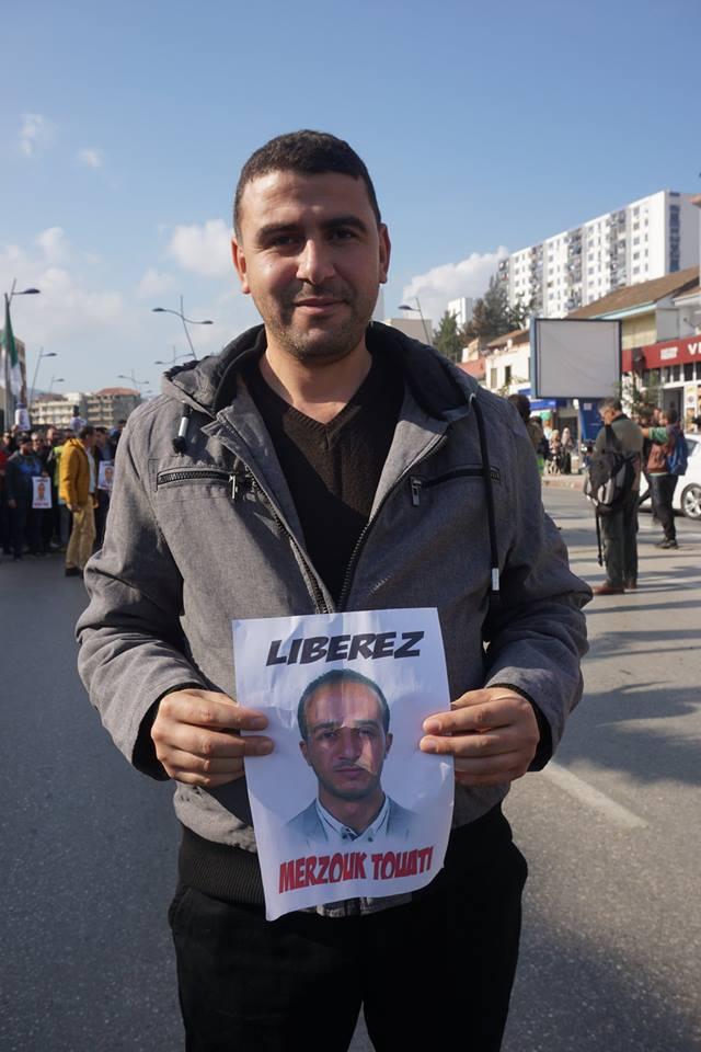 marche des libertés le 10 décembre 2018 à Bejaia pour libérer Merzouk Touati et tous les détenus d'opinion - Page 3 2035