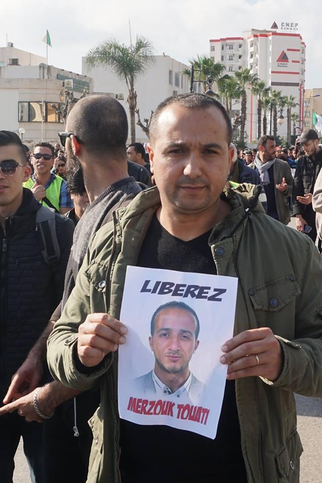 marche des libertés le 10 décembre 2018 à Bejaia pour libérer Merzouk Touati et tous les détenus d'opinion - Page 3 2036