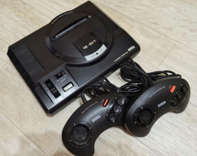 VDS Console Mega-Drive switchless + 2 manettes + 3 jeux Dsc00333