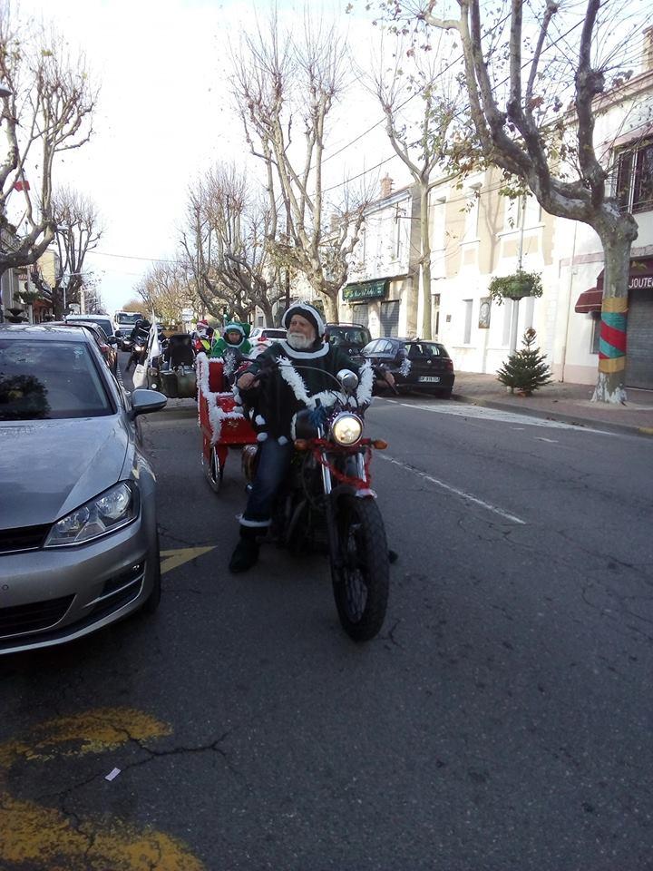 Le père noël est un biker. 48312810