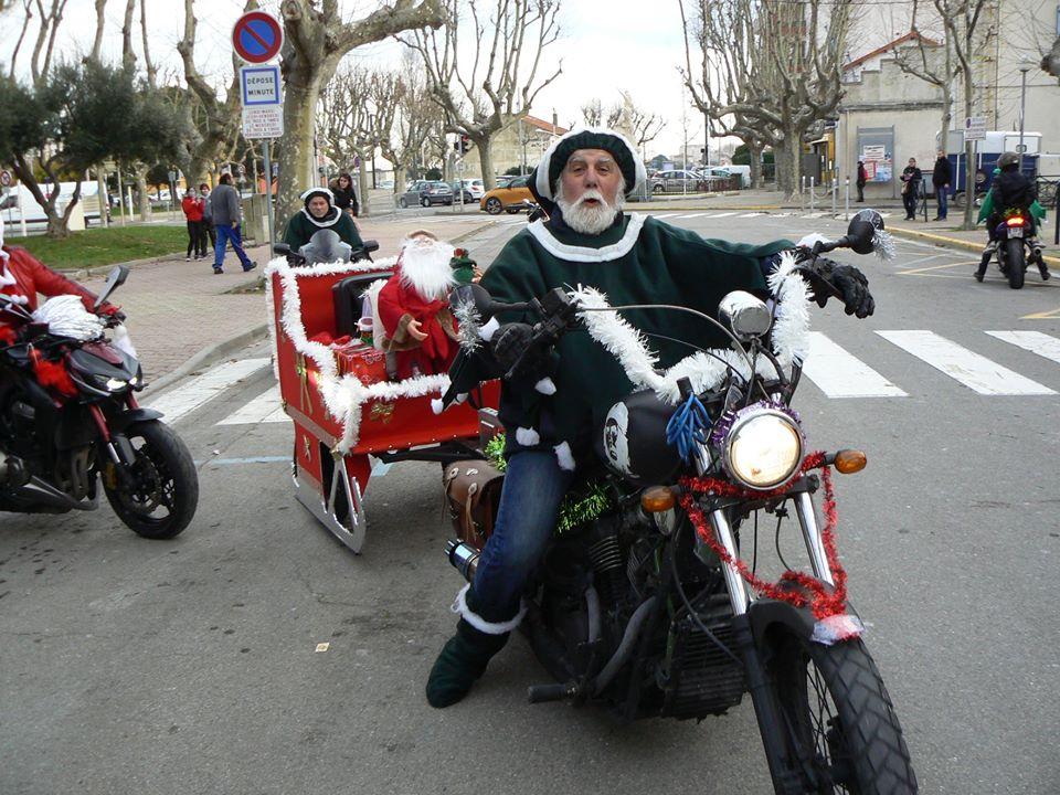 Ride des pères Noel à Marseille 48368212