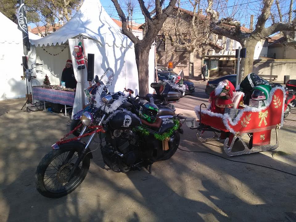 Le père noël est un biker. 48377610