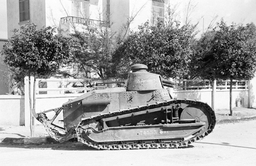 Deux FT de 1940 encore en service en 1942 9_nove11