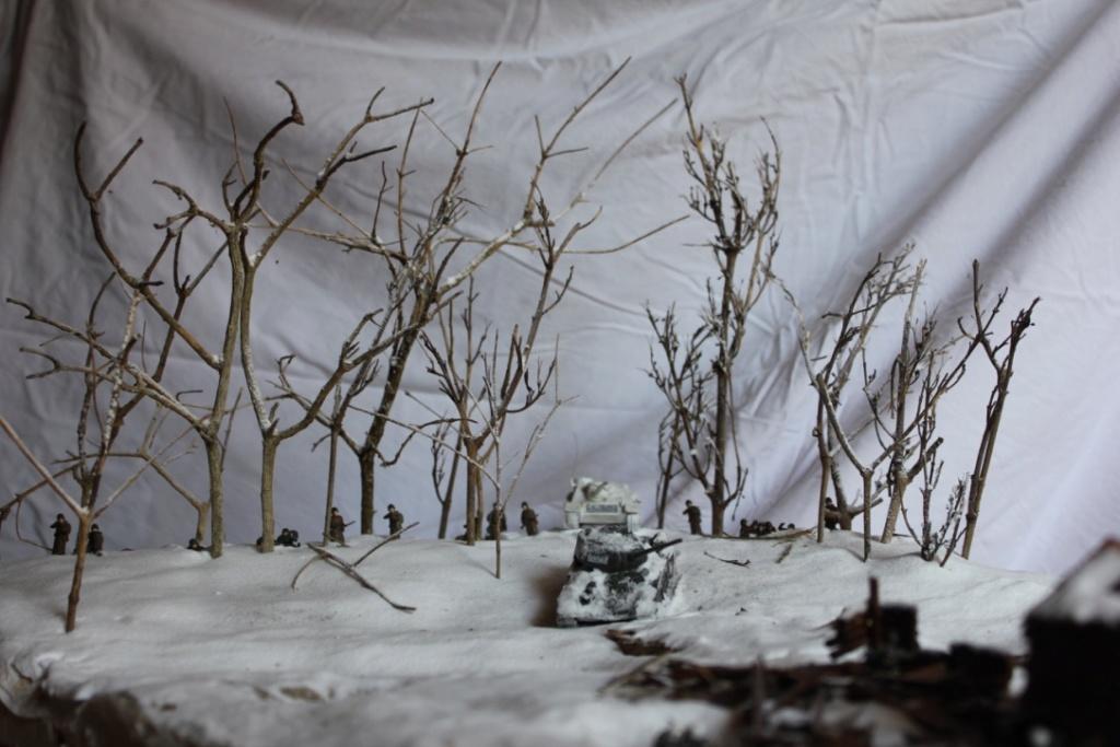 Diorama: Assaut contre un village sur le front de l'Est, hiver 1944-1945 Thumb111