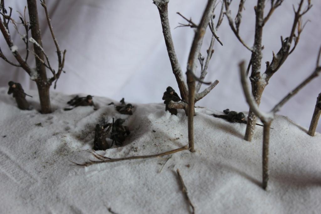 Diorama: Assaut contre un village sur le front de l'Est, hiver 1944-1945 Thumb115