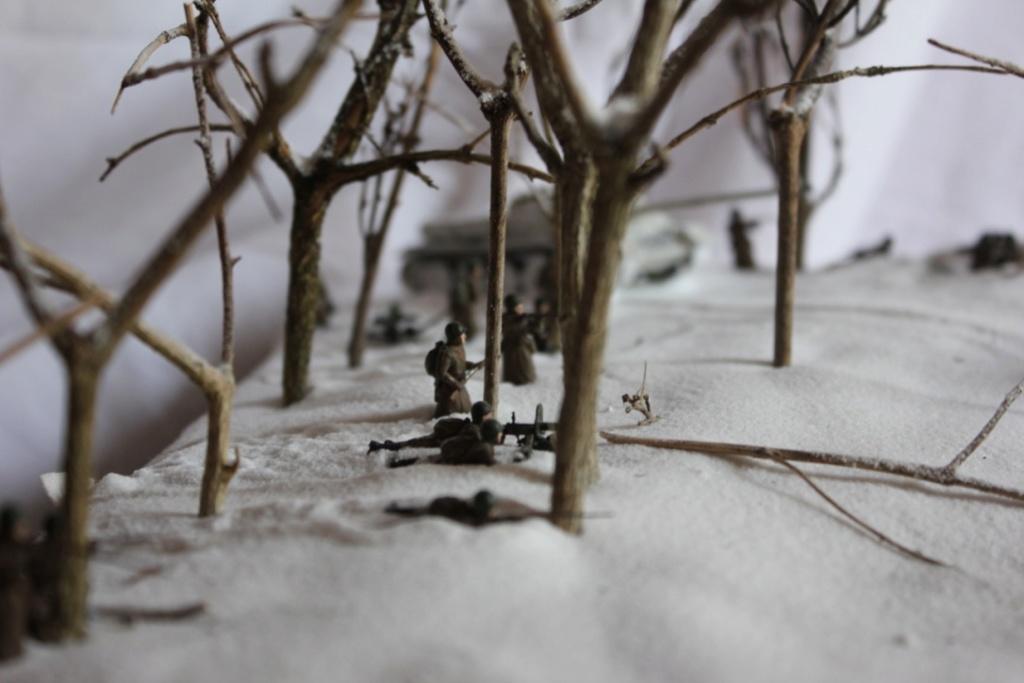 Diorama: Assaut contre un village sur le front de l'Est, hiver 1944-1945 Thumb116