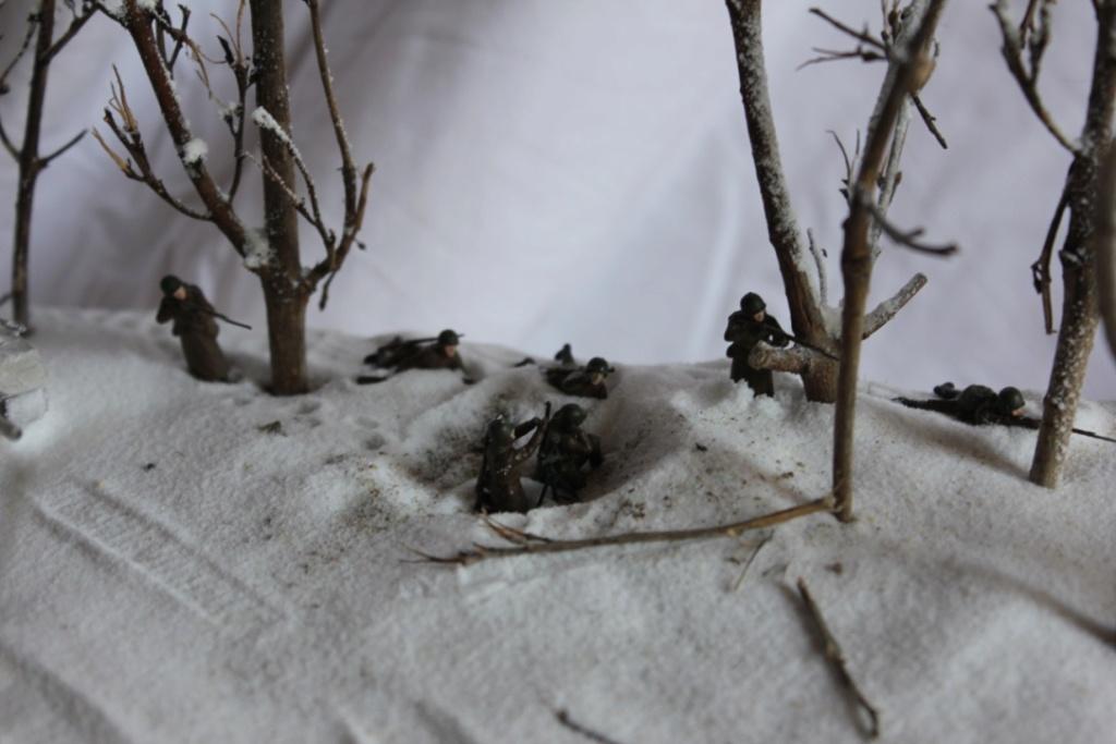Diorama: Assaut contre un village sur le front de l'Est, hiver 1944-1945 Thumb121