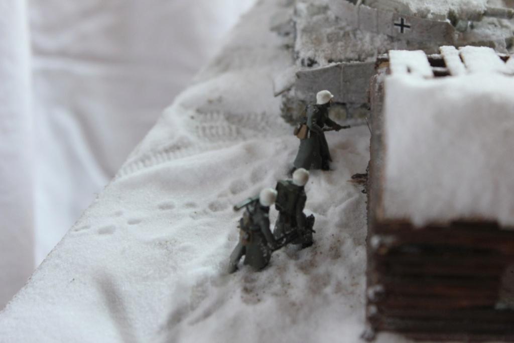Diorama: Assaut contre un village sur le front de l'Est, hiver 1944-1945 Thumb132