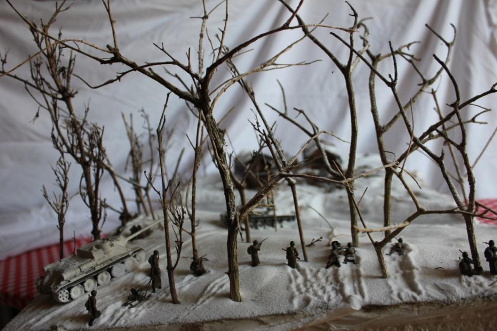 Diorama: Assaut contre un village sur le front de l'Est, hiver 1944-1945 Thumb136