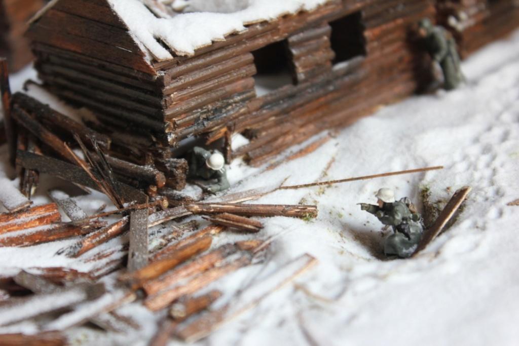 Diorama: Assaut contre un village sur le front de l'Est, hiver 1944-1945 Thumb_17