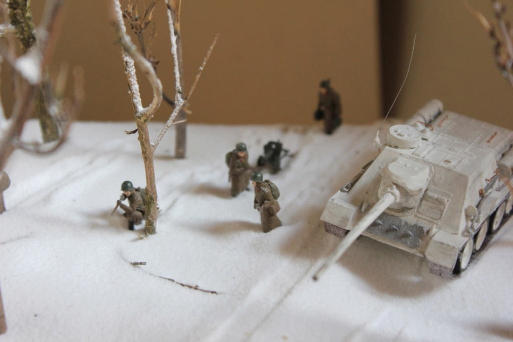 Diorama: Assaut contre un village sur le front de l'Est, hiver 1944-1945 Thumb_31