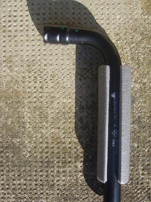 comment fixer le cric pentographe dans le Duster de 2stair Dsc04020