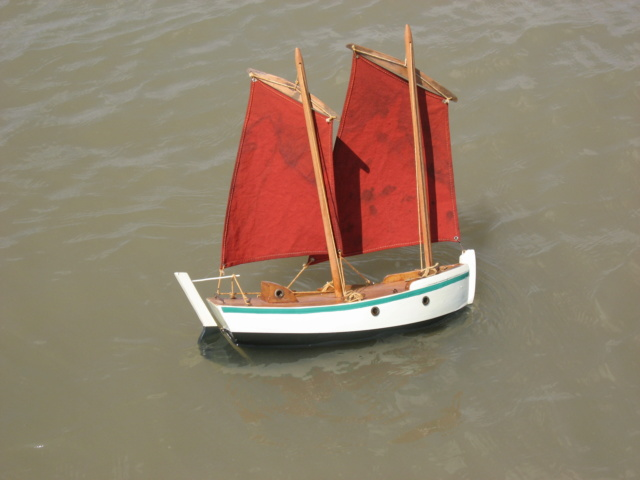 Longe-coteux et voilier de bassin Img_0012