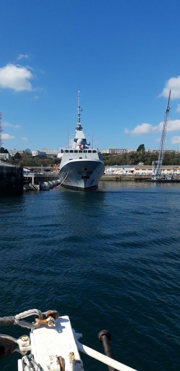 [Les ports militaires de métropole] Port de BREST - TOME 3 - Page 9 1012