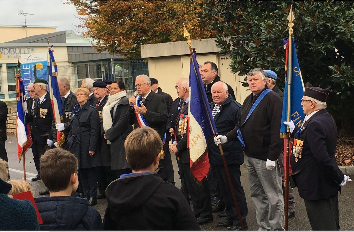 Du nouveau pour les anciens Marins (hors commandos) sur la tenue lors des cérémonies patriotiques - Page 3 11_14-11