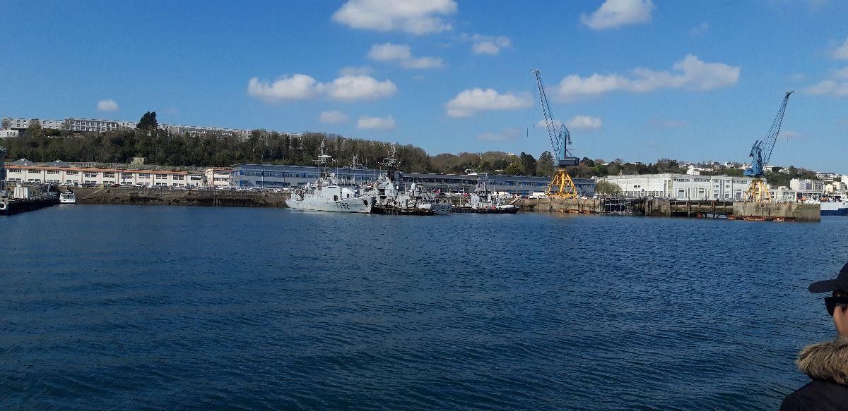 [Les ports militaires de métropole] Port de BREST - TOME 3 - Page 9 11_avi10