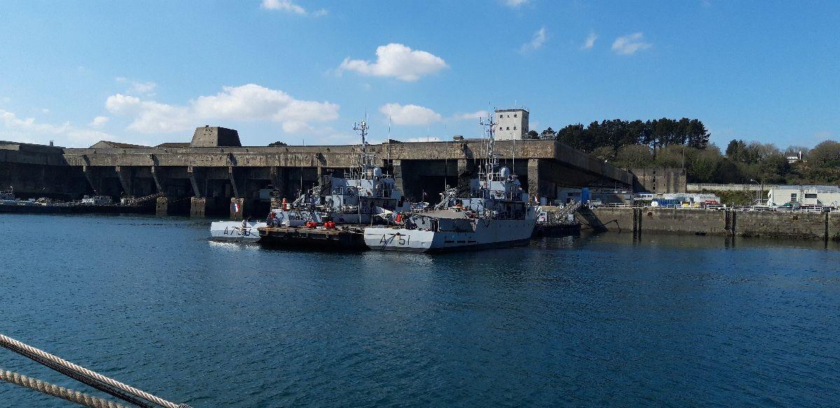 [Les ports militaires de métropole] Port de BREST - TOME 3 - Page 9 13_le_12