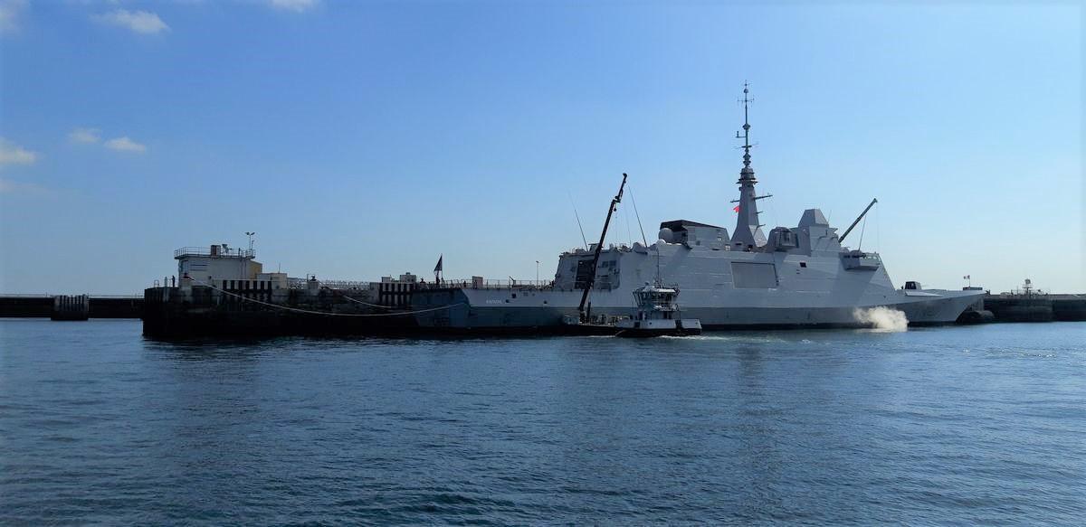[Les ports militaires de métropole] Port de BREST - TOME 3 - Page 9 15_au_10