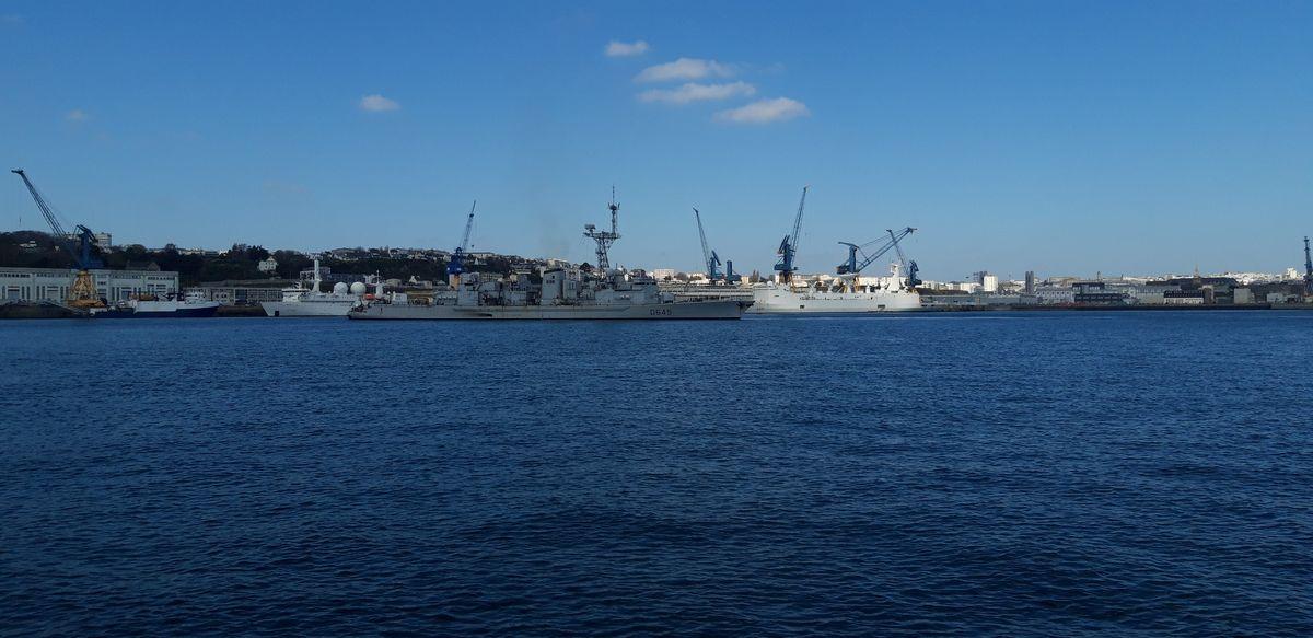 [Les ports militaires de métropole] Port de BREST - TOME 3 - Page 9 18_la_11