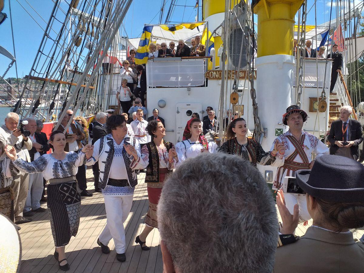 [Les traditions dans la Marine] Les Villes Marraines - Page 15 2014