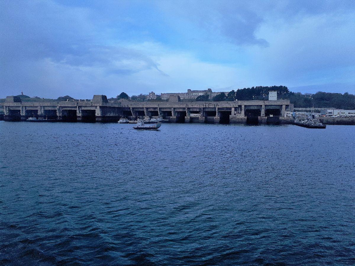 [Les ports militaires de métropole] Port de BREST - TOME 3 - Page 3 20181132