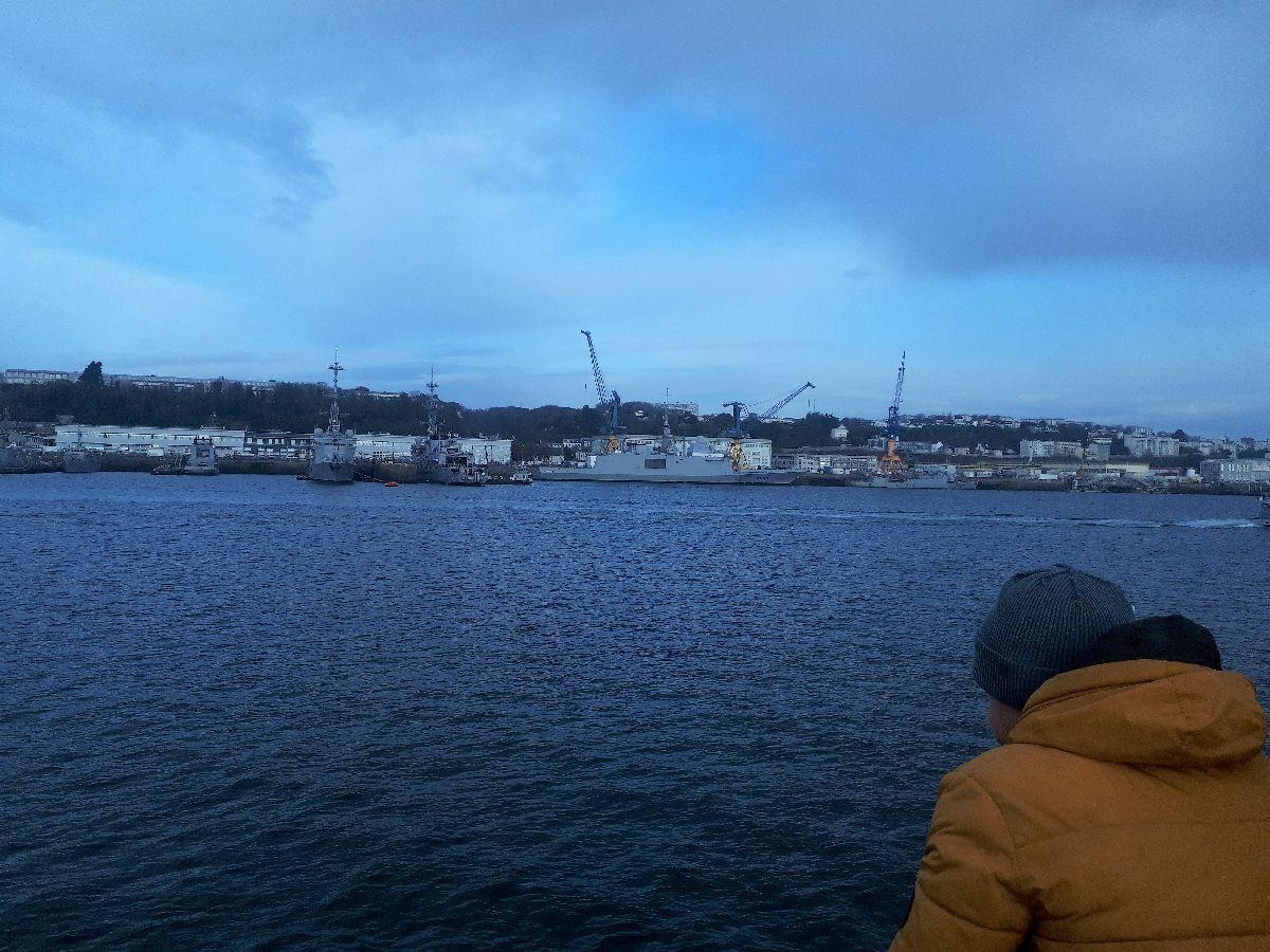[Les ports militaires de métropole] Port de BREST - TOME 3 - Page 3 20181133