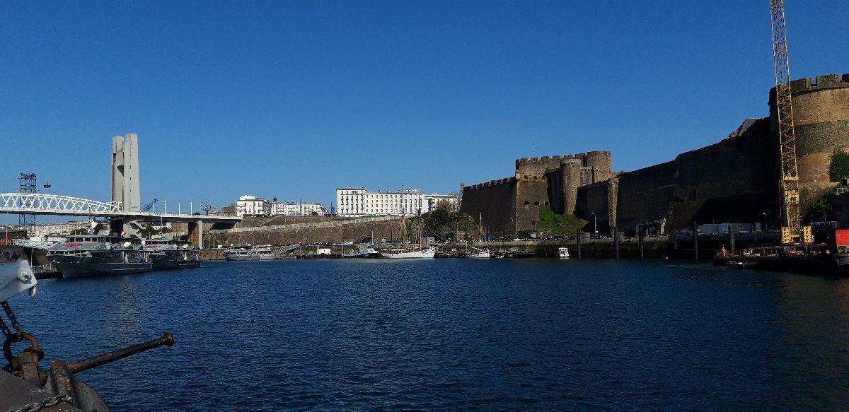 [Les ports militaires de métropole] Port de BREST - TOME 3 - Page 9 21_l_a10